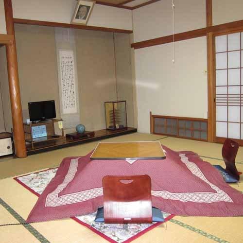 おまかせ和室◆冬はこたつになります。ふすまで区切られております。予めご了承下さい。