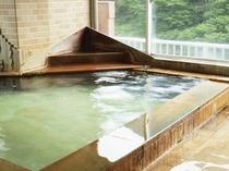 天然温泉掛け流しの大浴場