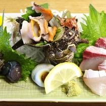 【夕食一例】サザエとブリの刺身