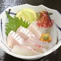 【夕食一例】タイとブリの刺身