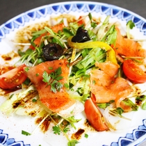 【夕食一例】イカとスモークサーモンのサラダ