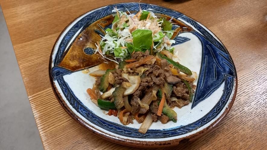 夕食一例(大皿①)ゴーヤ入りチンジャオロース