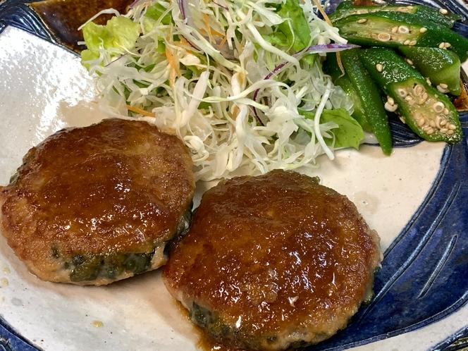夕食の一例(ゴーヤハンバーグ)