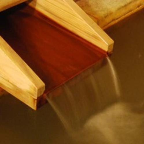 薄めず、加温もしない、源泉かけ流しの湯。