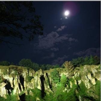 なんとも美しい月夜の土柱