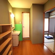 各部屋の設備:洗面所、トイレのご案内(トイレ共同のお部屋がございます。)