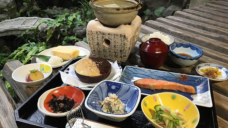 *女将が心をこめた京の朝ご飯をご用意致します。湯豆腐やお漬物など、京の奥深い味をお部屋にて堪能下さい
