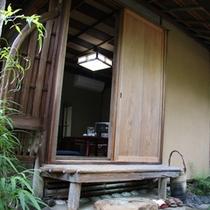 【館内】昔ながらの設えを残した日本家屋。