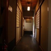 【館内】大人の隠れ家的な、雰囲気で楽しんでほしい大人の宿です。