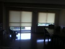 ロールスクリーン式カーテン511室