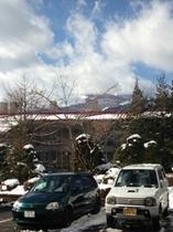 1月残雪の玄関前