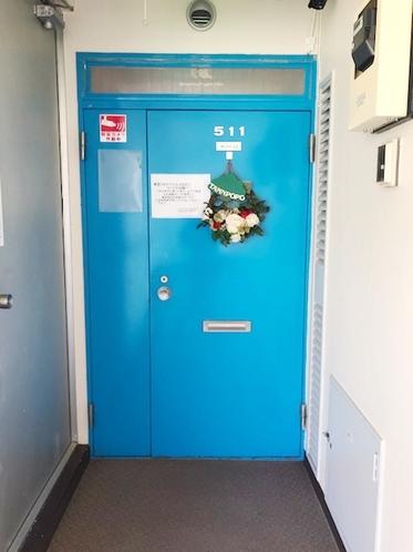 511号室 ドア玄関
