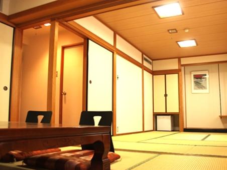 和室禁煙室♪2間続きで15畳と6畳、およそ50平米の特別室♪