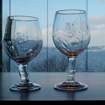 【ビューギャラリー】気泡を含んで凍った冬の氷のようなGlaGlaのグラス。