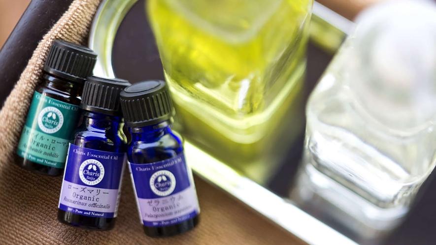 【エステルーム】お顔は2種類、ボディコースは3種類のオイルを調合できます。
