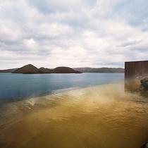 【天空露天風呂TENQOO】季節や天気の移り変わりと共に情景を変える洞爺湖。