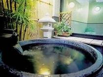 陶器の露天風呂:男湯信楽焼は荒い男子をイメージ
