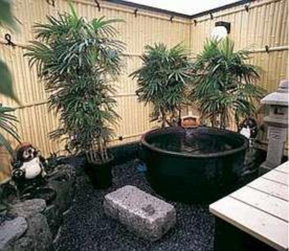露天風呂・昼人気、陽の中での湯あみに御浸り下さい
