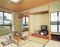 きれいに清掃された寛げる和室