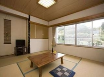 和室8畳(洗面台付トイレなし)一例 春には庭先で鶯の鳴き声が