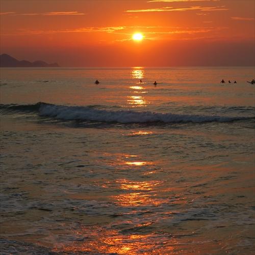 【景色】砂浜から見る夕日 9月