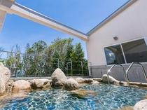 源泉掛流し風呂、星空を眺める露天風呂を満喫ください。