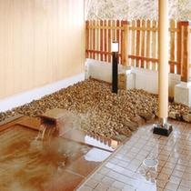 *露天風呂/大自然を満喫した後は、温泉につかってゆっぷら気分♪