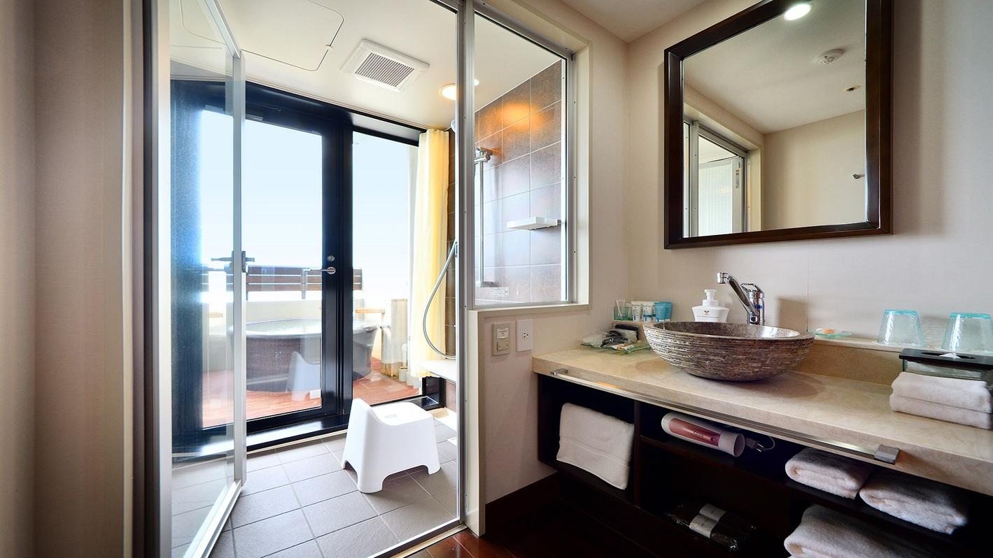 客室露天風呂付和洋室 オーシャンビュー 露天風呂 シャワールーム