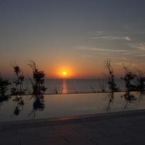 プールサイドから見る夕景1