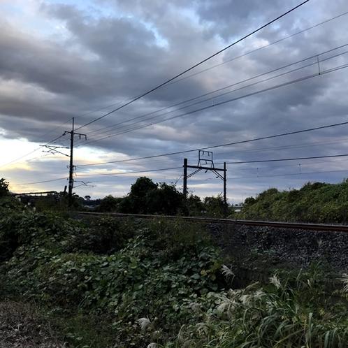 【コテージ】すぐそばにJR信越本線があり、SLが煙を吐いて走っているところを見れるかも♪
