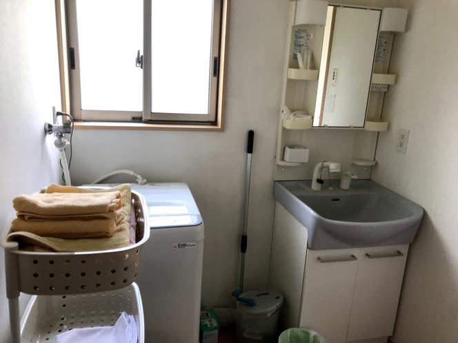 貸別荘 脱衣室(洗濯機あり)