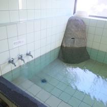 源泉かけ流しのお風呂でゆっくり旅の疲れを癒して下さい。