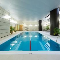 ご宿泊者は、ジム、サウナ、室内プールを無料でご利用いただけます。