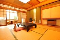 二階 10畳 白菊の間 201号室です。
