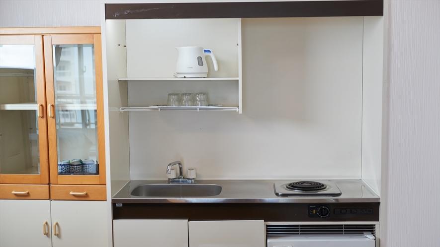 【お部屋】ダイニングキッチン、冷蔵庫を備えております