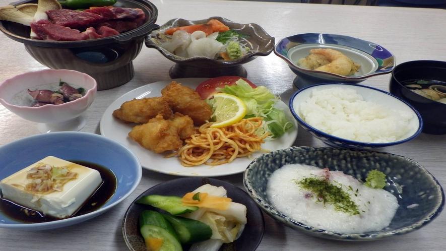 *【お夕食一例】  ボリューム満足家庭料理!ご飯とお味噌汁はセルフで食べ放題♪