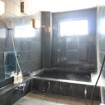 *【大浴場/男女入れ替え制】こじんまりとした広さですが24時間お入りいただけます!