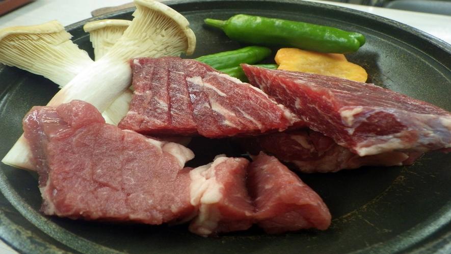 *【お夕食一例】  お肉はその場でジュジュっと焼いて♪