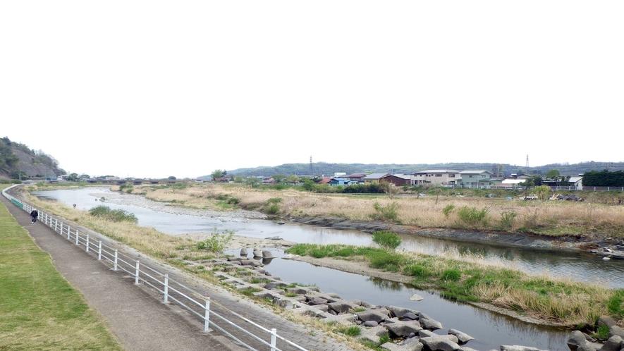 *【当館周辺の風景】  川が近くにあるので、せせらぎの音をのんびり聞いて癒されてみては?