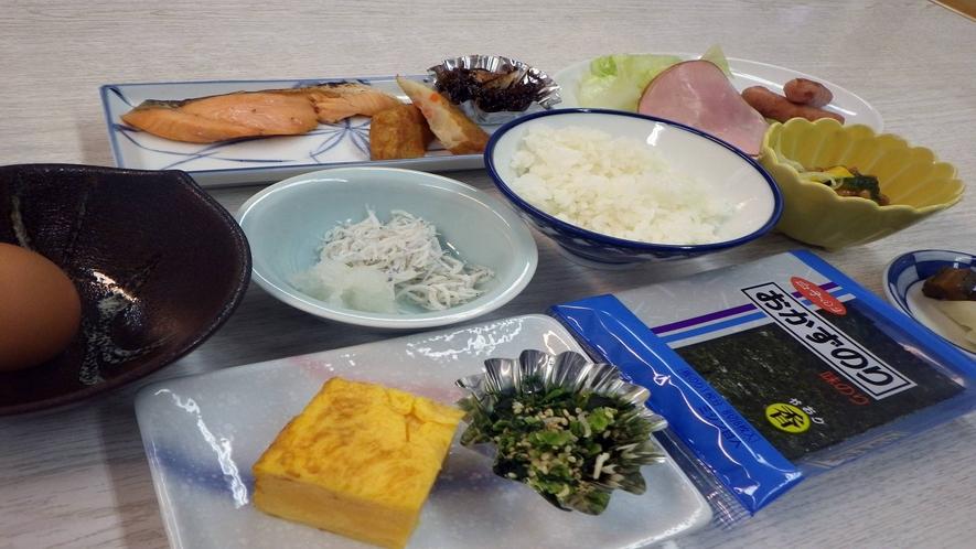 *【朝食一例】  ごはん、焼き魚、卵焼き、のり…定番の和朝食を食堂にてご用意いたします。