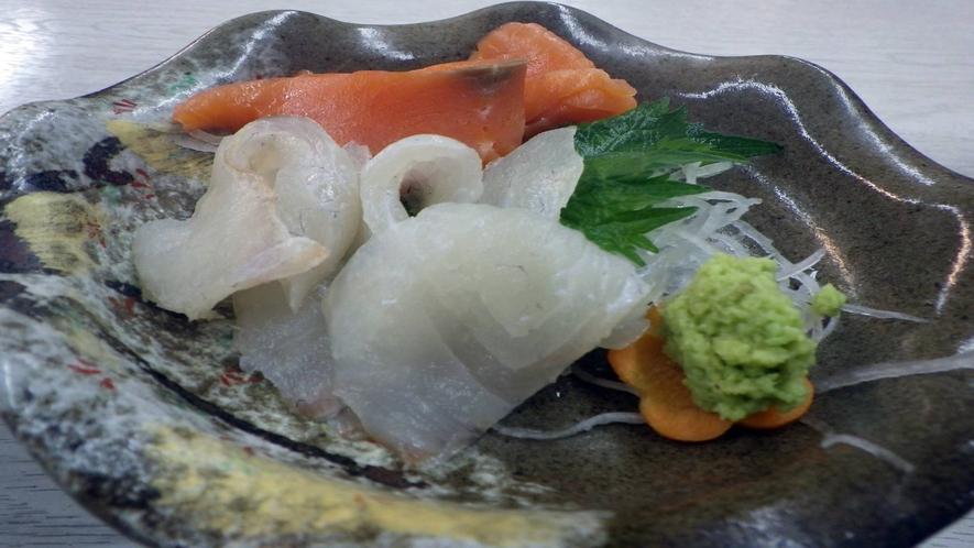*【お夕食一例】  お肉にお魚、バランスのとれた家庭料理をご用意いたします。
