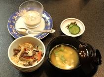 きのこ御飯と味噌汁