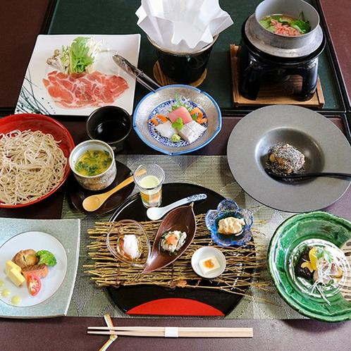 *【夕食一例】地元の旬の食材を使って四季を楽しんで頂ける懐石料理をご用意しました