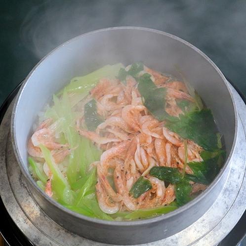 *【夕食一例】噛みしめるごとに香ばしさと甘味・旨味が溢れる釜めし