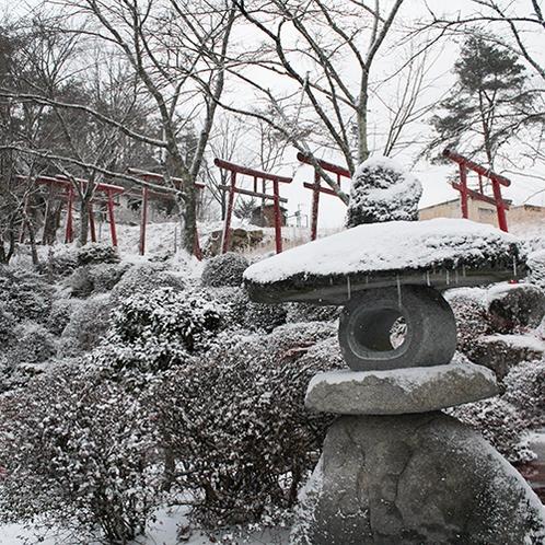 *【孫八神社】灯篭と雪景色