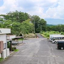*【駐車場】広々とした駐車場完備!