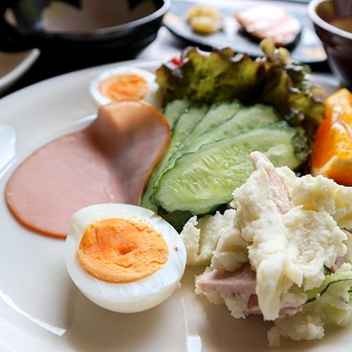 *【朝食一例】バランスの考えたサラダ。