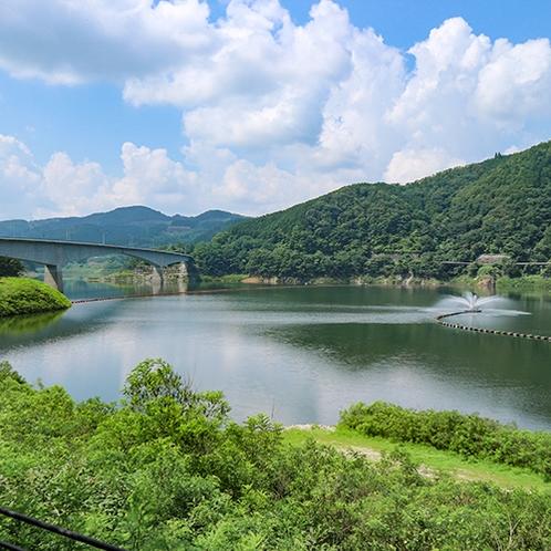 *【周辺】阿木川:花みたいに噴き出る噴水