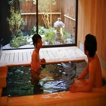 3つの貸切温泉の一つ【少年時代】木の香かおるお風呂です。