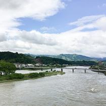 #【部屋からの景色(一例)】一部のお部屋からは≪球磨川≫を眺められます。